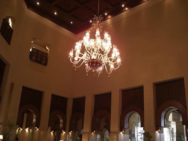 Cimg0470 イスラマバードセレナホテルのロビー。美しく伝統的な建築様式とシャンデリ...